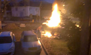 FOTO: Neznámy páchateľ podpálil kontajner s nadrozmerným odpadom v Závodí
