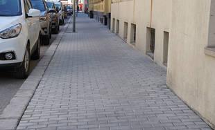 FOTO: V centre mesta rekonštruujú chodníky, povrchová úprava je zo zámkovej dlažby