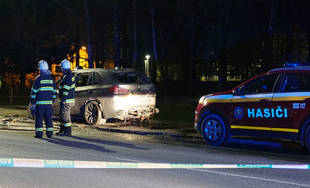 Požiar osobného auta značky BMW na Rosinskej ceste 16.4.2019