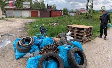 FOTO: Dobrovoľníci v mestskej časti Bánová čistili okolie Rajčanky od odpadkov