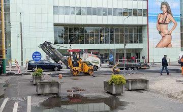 FOTO: Na Bulvári prebieha rekonštrukcia zastávky MHD, tá je dočasne posunutá bližšie k Spanyolovej