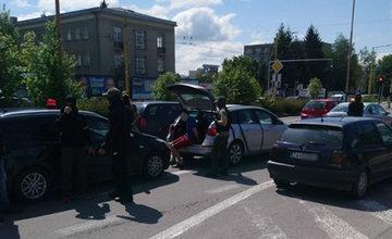 FOTO: Žilinskí policajti zasahujú na Košickej ulici v súvislosti s drogovou trestnou činnosťou