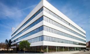 FOTO: Zrekonštruované priestory a zelená architektúra v budove na Poštovej ulici
