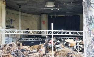 Nočný požiar poškodil kultúrny priestor aj kruhový nadjazd Rondel