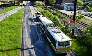 FOTO: Slovenská správa ciest urýchľuje rekonštrukciu cesty pod Rondlom, asfaltuje sa už od rána