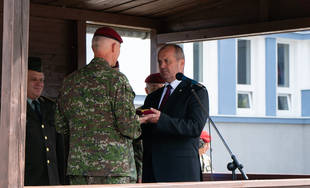 FOTO: Elitný 5. pluk špeciálneho určenia v Žiline dnes slávnostne prevzal od ministra 18 štvorkoliek