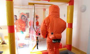 FOTO: V žilinskej nemocnici prebiehal nácvik postupu pri nebezpečnej nákaze MERS