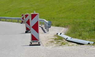 FOTO: Na ceste okolo Vodného diela Žilina montujú zvodidlá