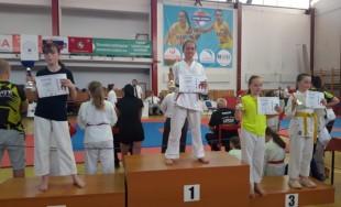 Žilinskí karatisti na turnajoch v Žarnovici a Košiciach