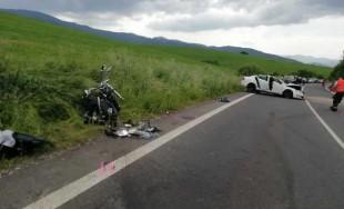 FOTO: V okrese Liptovský Mikuláš došlo tragickej nehode, po zrážke auta a motorky zomreli dve osoby