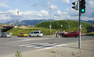 FOTO: Na Rajeckej ceste došlo k zrážke osobného auta s motocyklistom, tvoria sa kolóny