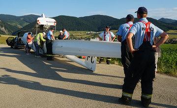 Pristátie vetroňa na poli pri obci Višňové 6.7.2019