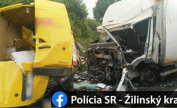 AKTUÁLNE: Pri Námestove došlo k vážnej nehode dodávky a nákladného auta