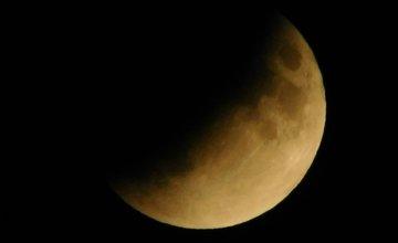FOTO: Čiastočné zatmenie Mesiaca v Žiline od našich čitateľov