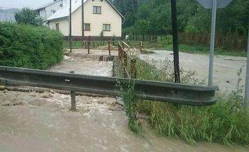 FOTO: Hasiči zasahujú po lokálnych búrkach na viac ako 20 miestach v Žilinskom kraji