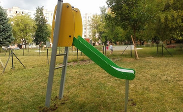 Nové hracie prvky na pieskovisku v Dobšinského sade