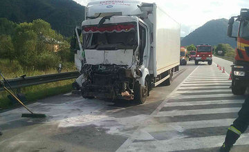 Dopravná nehoda kamióna a nákladného auta pri Oškerde 13.8.2019