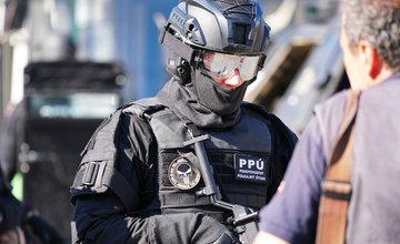 FOTO: Ukážka zásahu kukláčov PPÚ Žilina na Námestí Andreja Hlinku