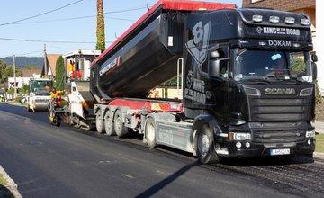 FOTO: V Rosine pokračuje rekonštrukcia cesty