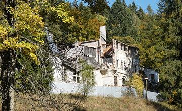FOTO: Kuneradský zámok zmenil majiteľa, noví vlastníci plánujú obnovu