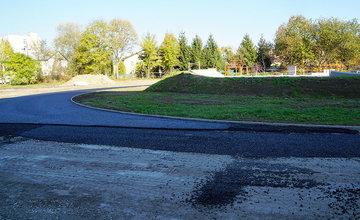 FOTO: Práce na výstavbe nového skateparku na Oravskej ceste finišujú