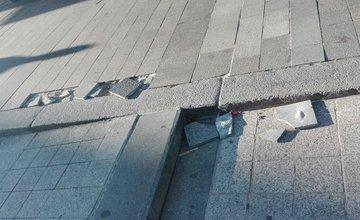 FOTO: Poškodená balustráda a Farské schody