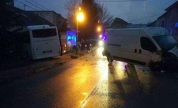 AKTUÁLNE: V Celulózke došlo k zrážke autobusu a dodávky, záchranári hlásia 9 zranených