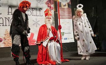 FOTO: Do Žiliny zavítal Mikuláš, deťom rozdával sladkosti a rozsvietil vianočný stromček