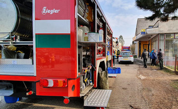 FOTO: Na pošte v Tepličke nad Váhom zasahujú záchranné zložky, má ísť o podozrivú zásielku