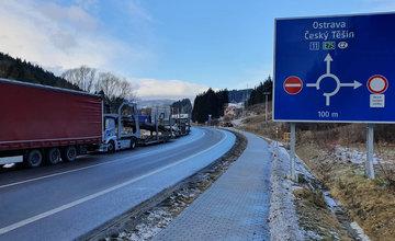 FOTO: Na Kysuciach sa vytvorili dlhé kolóny kamiónov, štrajk stále pokračuje