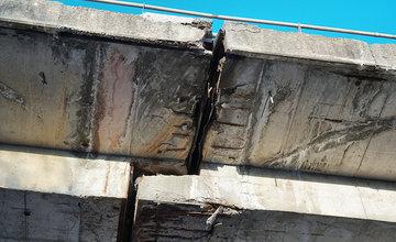 FOTO: Mosty na žilinskej estakáde sú na viacerých miestach poškodené, oprava je v nedohľadne