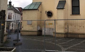FOTO: Katedrálu Najsvätejšej Trojice v centre Žiliny už oplotili, začína rekonštrukcia