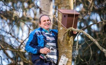 FOTO: V oddychovej zóne FRI UNIZA vybudovali ekodvor s búdkami pre vtáčiky