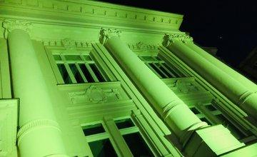 FOTO: Budova Banky Žilina svieti na zeleno