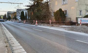 FOTO: Križovatku ulíc Komenského, Suvorovova a Juraja Fándlyho rozširujú o ďalšie jazdné pruhy