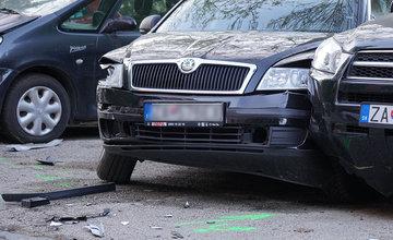 FOTO: Neznámy vodič zdemoloval štyri autá na ulici Bajzova a ušiel, hľadajú sa svedkovia