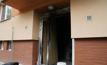 Požiar vchodu v bytovom dome na sídlisku Vlčince 12.5.2020