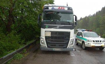 Dvojica mužov mala kradnúť naftu z kamiónov, pri čine ich zadržala polícia