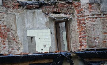 FOTO: Rekonštrukčné práce na vyhorenom zámku v Kunerade prebiehajú v plnom prúde
