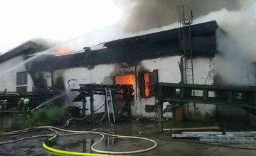 FOTO: Požiar výrobnej haly v Oravskom Podzámku 19.6.2020