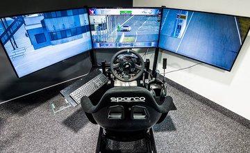 Reálny automobilový simulátor a zdroj adrenalínovej zábavy SimRace v Žiline