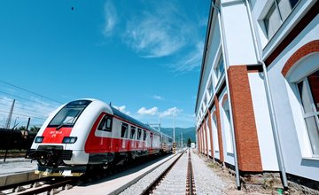 FOTO: ZSSK predstavila vo Vrútkach novú dieselmotorovú jednotku aj diaľkový vozeň 1. triedy