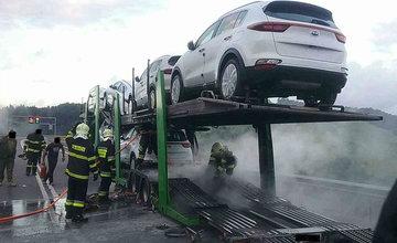 FOTO: Požiar nákladného auta na diaľnici D3 pri obci Skalité 6.7.2020