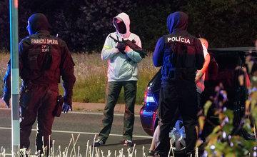 FOTO: Kriminalisti spolu s kukláčmi vykonali v utorok ďalšiu raziu na Košickej ulici v Žiline