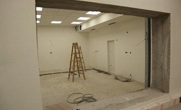 FOTO: Stavebný ruch v žilinskej nemocnici neutícha, na oddelení onkológie inštalujú nové zariadenia