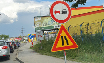 FOTO: Na Kamennej ceste prebieha rekonštrukcia vozovky, doprava je čiastočne obmedzená