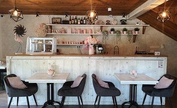 FOTO: Kaviareň pod Lietavským hradom