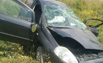 FOTO: Na ceste prvej triedy na Liptove došlo k čelnej zrážke dvoch áut, cesta je uzavretá