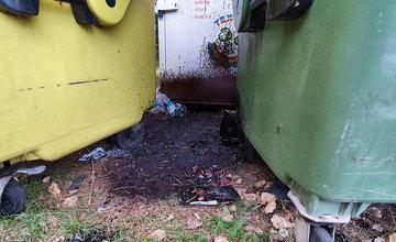 FOTO: Medzi kontajnery na separovaný odpad v mestskej časti Rosinky niekto vylial asfaltovú emulziu
