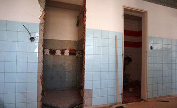 FOTO: Žilinská nemocnica rozšírila rekonštrukciu pôrodnice o ďalšie časti, práce potrvajú dlhšie